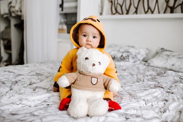 mokrenje u krevet je normalno kod beba