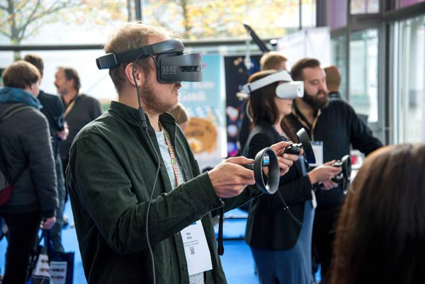 Slušanje-VR